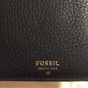 Fossil passport holder- black